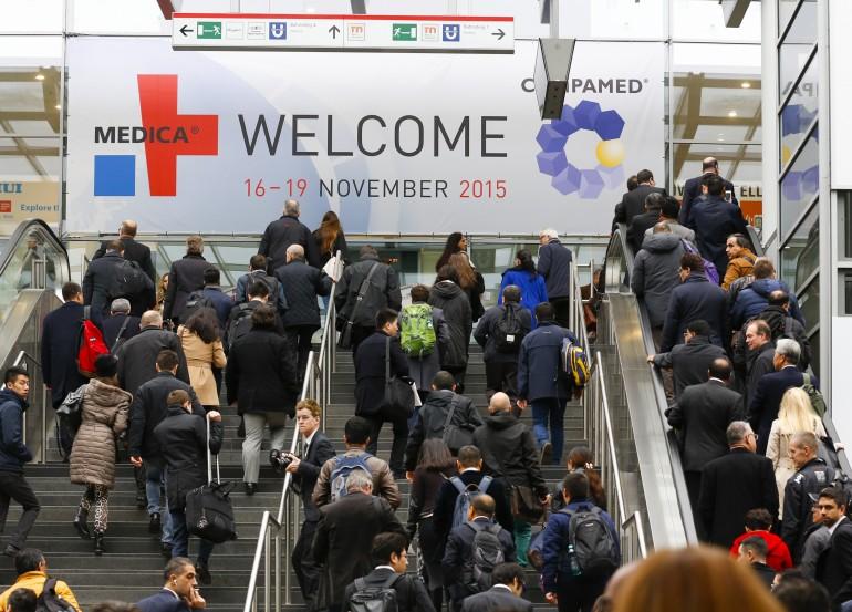 Düsseldorf, DEU, 16.11.2015. MEDICA 2015 – 16. - 19. November - World Forum for Medicine - Im Rahmen der weltgrössten Medizinmesse MEDICA informieren sich 130.000 Fachleute, davon mehr als 50 Prozent internationale Besucher, über Innovationen und Weiterentwicklungen aus allen Bereichen der ambulanten und stationären Versorgung. 4.952 Aussteller aus 70 Nationen präsentieren sich zur MEDICA 2015 auf einer Ausstellungsfläche von rund 116.000 Quadratmetern (netto). http://www.medica.de --- 4,952 exhibitors from 70 countries will be showcasing their products and services at MEDICA 2015 over an exhibition space of app. 116.000 square metres (net). Clearly structured, with each market segment assigned its own exhibition hall, MEDICA covers the entire range of medical equipment needs in practices and hospitals. http://www.medica-tradefair.com Foto: Messe Düsseldorf, Constanze Tillmann. Exploitation right Messe Düsseldorf, M e s s e p l a t z, D-40474 D ü s s e l d o r f, www.messe-duesseldorf.de; eine h o n o r a r f r e i e  Nutzung des Bildes ist nur für journalistische Berichterstattung, bei vollständiger Namensnennung des Urhebers gem. Par. 13 UrhG (Foto: Messe Düsseldorf / ctillmann) und Beleg möglich; Verwendung ausserhalb journalistischer Zwecke nur nach schriftlicher Vereinbarung mit dem Urheber; soweit nicht ausdrücklich vermerkt werden keine Persönlichkeits-, Eigentums-, Kunst- oder Markenrechte eingeräumt. Die Einholung dieser Rechte obliegt dem Nutzer; Jede Weitergabe des Bildes an Dritte ohne  Genehmigung ist untersagt | Any usage and publication only for editorial use, commercial use and advertising only after agreement; unless otherwise stated: no Model release, property release or other third party rights available; royalty free only with mandatory credit: photo by Messe Duesseldorf]