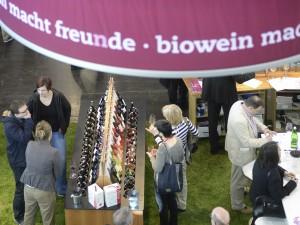 Duesseldorf, DEU. 23.03.2014. Halle 6.1. Rund 250 Aussteller der ProWein 2014 praesentierten Bioweine, zentrale Plattform fuer Biowein war die Halle 6. Insgesamt zaehlte die ProWein 2014, 23. bis 25. Maerz in Duesseldorf, 4.800 Aussteller aus rund 50 Nationen. Traditionelle und ãexotischeÒ Weinanbaunationen sowie zahlreiche internationale Spirituosenanbieter waren vertreten. Around 250 exhibitors focused on organic wines presented themselves at ProWein 2014. Hall 6 was the central platform with international suppliers and associations. Altogether, 4,800 exhibitors from around 50 nations Ð traditional as well as Òexotic winegrowing countries Ð were present at ProWein 2014, 23-25 March in Duesseldorf. Die Leitmesse ProWein ist alljaehrlich der ultimative Treffpunkt der internationalen Wein- und Spirituosenbranche. 4.800 Aussteller aus rund 50 Laendern praesentierten sich zur ProWein 2014 vom 23. bis 25. Maerz in Duesseldorf. Neben den traditionellen Weinbaunationen aus Europa und Uebersee praesentieren sich auch Newcomer im internationalen Markt auf der Messe, in diesem Jahr beispielsweise japanischer Koshu-Wein. Rund 400 internationale Spirituosen-Anbieter zeigten einen anspruchsvollen Mix aus bewaehrten Klassikern, landestypischen Kostbarkeiten und ausgefallenen Neuvorstellungen. Auch Innovationen und Entwicklungen im Bereich Zubehoer fuer die Wein- und Spirituosenbranche fanden sich in Duesseldorf. ProWein is the Leading Trade Fair and a unique meeting point for the international Wine and Spirits Sector. 4,800 exhibitors from around 50 countries were present at ProWein 2014, from 23 to 25 March in Duesseldorf. In addition to the traditional winegrowing nations from Europe and overseas, newcomers on the international market also present their wines in Duesseldorf, e.g. this year Koshu wine from Japan. Around 400 international spirits suppliers showed a sophisticated, high-quality mix consisting of tried-and-tested classics, regional-specific delicacies and exception