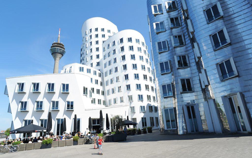 ileadmin_assets_bilder_dmt_bildarchiv_public_Medienhafen_Gehrybauten11