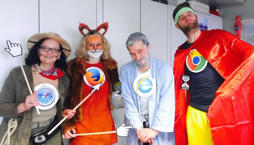 """Guppenkostüm """"Browser"""" mit den Kollegen aus dem Marketing"""