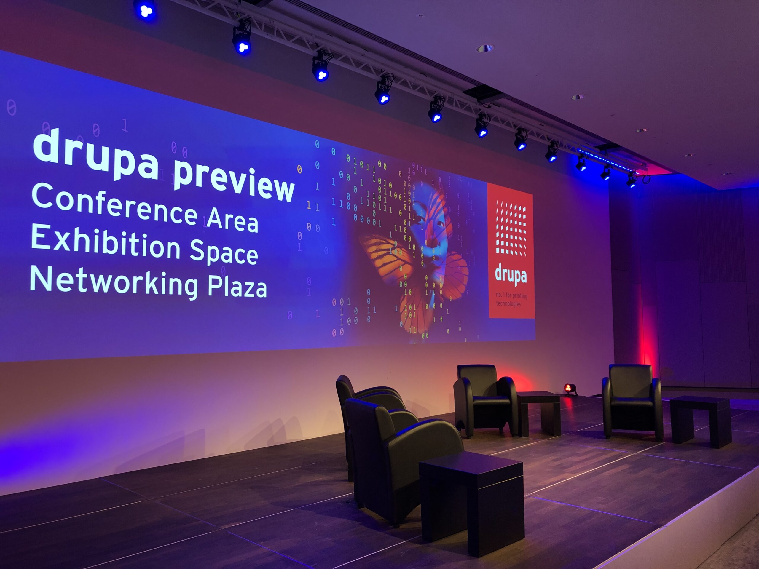 Die Kulisse der Panel Discussion des ersten drupa preview days im Oktober 2020