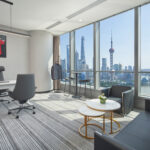 Das neue Büro von Marius Berlemann mit Trikot von Tim Boll