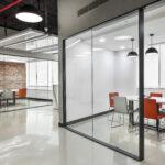 Das Büro in Gurugram setzt auf offene und helle Räume.