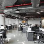 Offene Arbeitsfläche mit reichlich Tageslicht